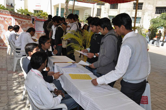 Job Fair 2012 at Maharaja College concluded successfully