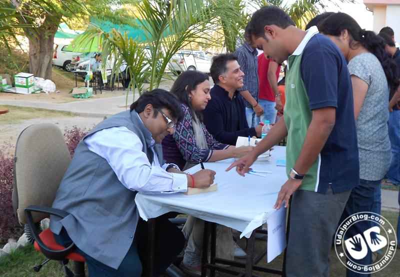 L to R Ashwin Sanghi, Rashmi Bansal, Rajiv Menon