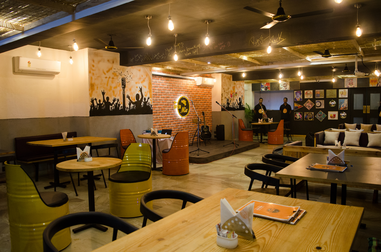 Mic & Munch Cafe