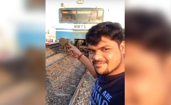 सेल्फी के क्रेज से मर रहे लोगों को बचाने की मुहीम | लगेगा 'सेल्फी पॉइंट' रेलवे स्टेशन पर
