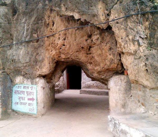 caves in udaipur
