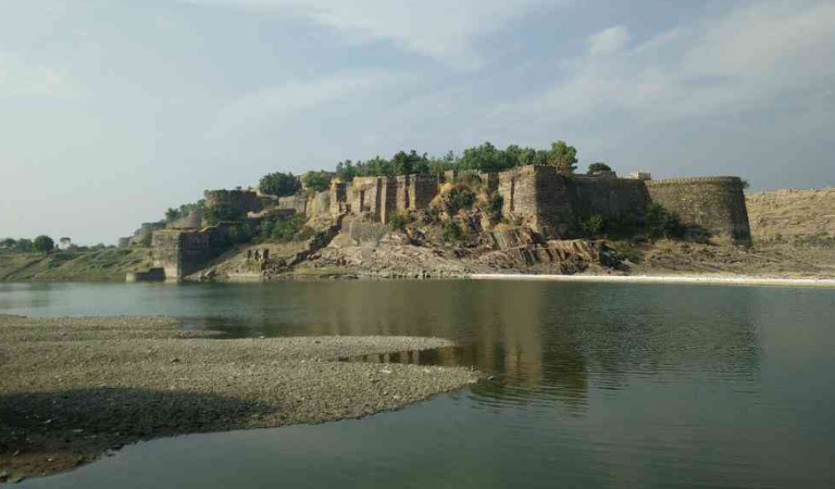 This Fort in Jhalawar is India's only Fort Built without Foundation | Read to Know More