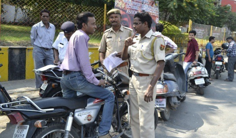 300 Traffic Defaulters Fined by the Police in a Single Day
