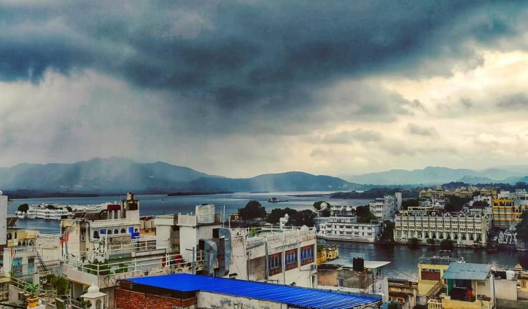 From Localities to Tourists, this complete guide is your savior this Udaipur's monsoon