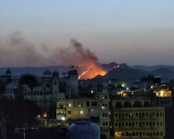 forest fire in udaipur